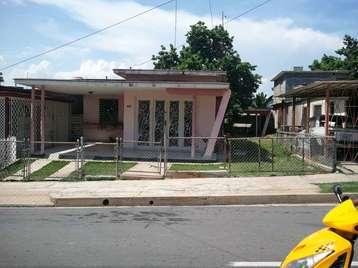 Casa en venta en Cienfuegos con  3 cuartos, 2 baños y 1 garaje por 47.000,00$