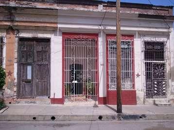 Casa en venta en Cienfuegos con  2 cuartos y 2 baños por 33.000,00$