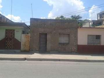 Casa en venta en Cienfuegos con  3 cuartos, 1 baño y 1 garaje por 17.000,00$