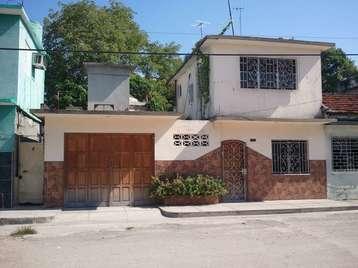 Casa en venta en Cienfuegos con  1 cuarto, 2 baños y 1 garaje por 26.000,00$