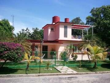 Casa en venta en Cienfuegos con  4 cuartos, 4 baños y 3 garajes por 200.000,00$