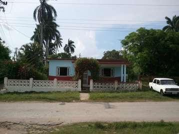 Casa en venta en Cienfuegos con  4 cuartos, 1 baño y 1 garaje por 25.000,00$