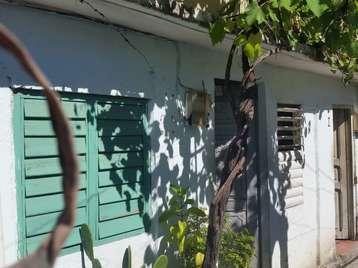 Casa en venta en Cienfuegos con  2 cuartos y 1 baño por $5,000