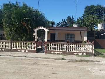 Casa en venta en Cienfuegos con  3 cuartos, 1 baño y 1 garaje por 20.000,00$