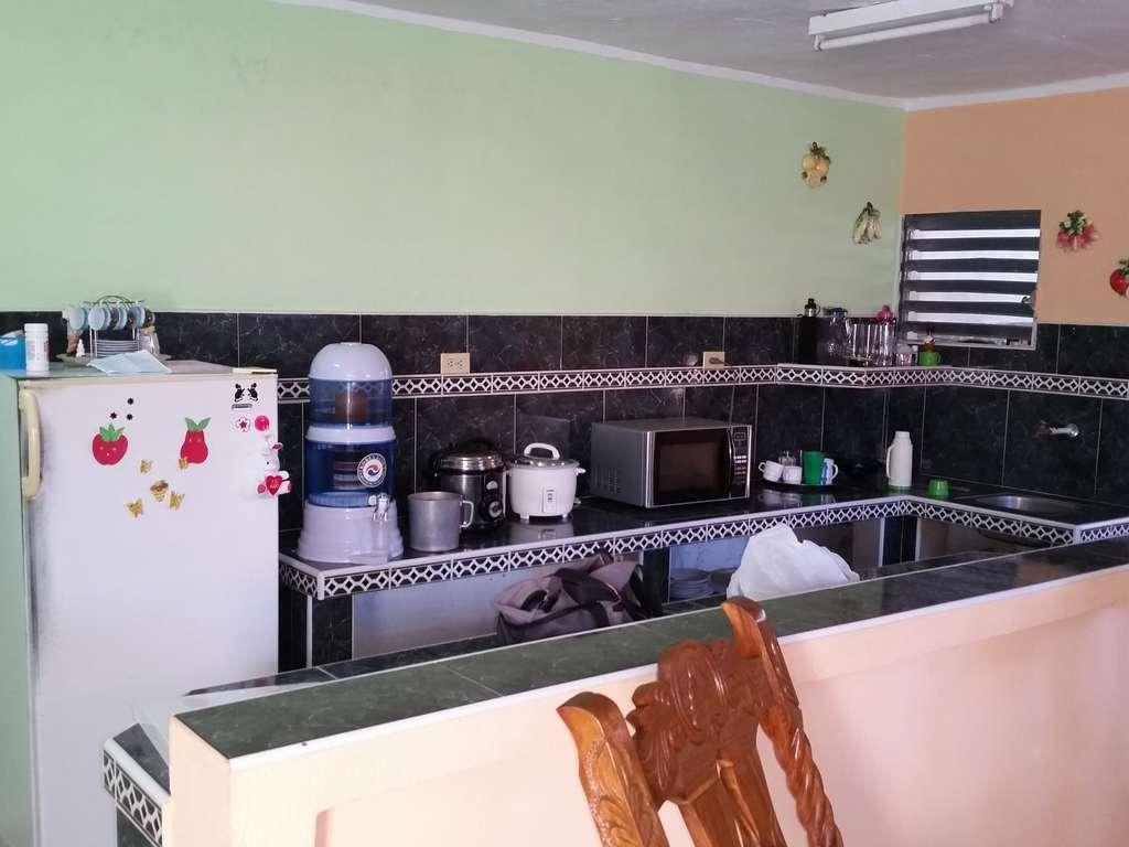 Hec540 casa de 2 cuartos y 1 ba o por en for Fotos de banos modernos en cuba