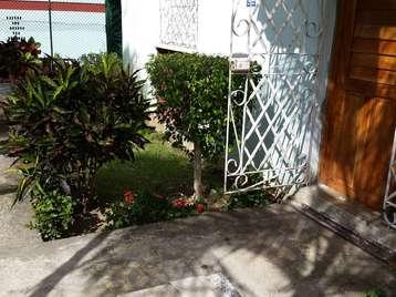 Apartamento en venta en Cienfuegos con  2 cuartos, 1 baño y 2 garajes por 18.000,00$