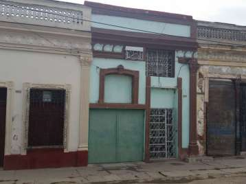 Casa en venta en Cienfuegos con  4 cuartos, 2 baños y 1 garaje por 40.000,00$