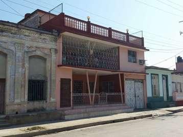 Casa en venta en Cienfuegos con  7 cuartos y 3 baños por Precio ajustable