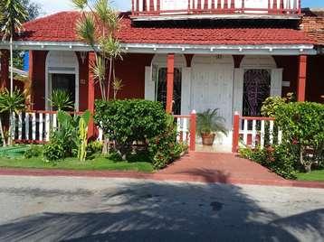 Casa en venta en Cienfuegos con  5 cuartos y 5 baños por Precio ajustable