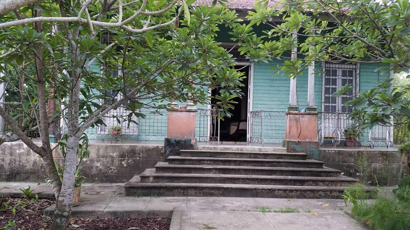 Casa en venta en Cienfuegos con  5 cuartos y 1 baño por $ 80.000