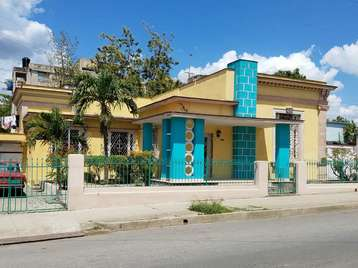 Casa en venta en Cienfuegos con  5 cuartos y 4 baños por 115.000,00$