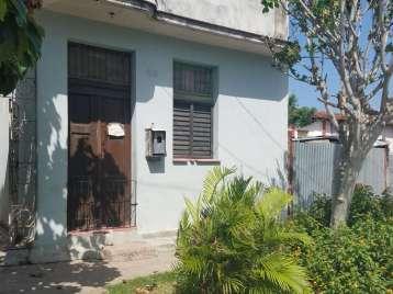 Casa en venta en Cienfuegos con  1 cuarto y 1 baño por 8.000,00$