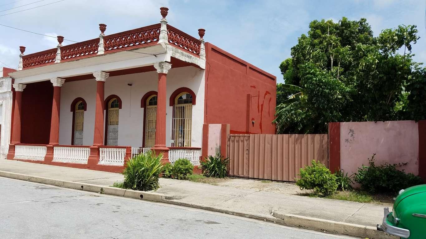 Casa en venta en Cienfuegos con  5 cuartos y 1 baño por $ 90.000