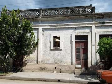 Casa en venta en Cienfuegos con  2 cuartos y 1 baño por $20,000