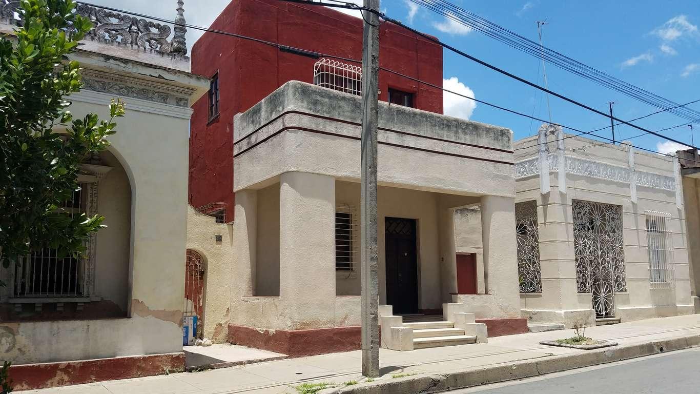 Casa en venta en Cienfuegos con  4 cuartos y 3 baños por $ 90.000