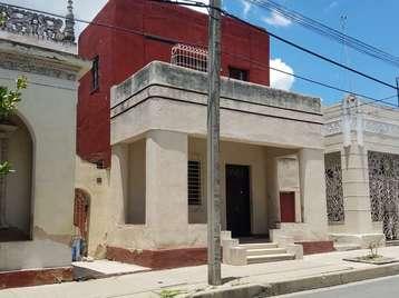 Casa en venta en Cienfuegos con  4 cuartos y 3 baños por $90,000