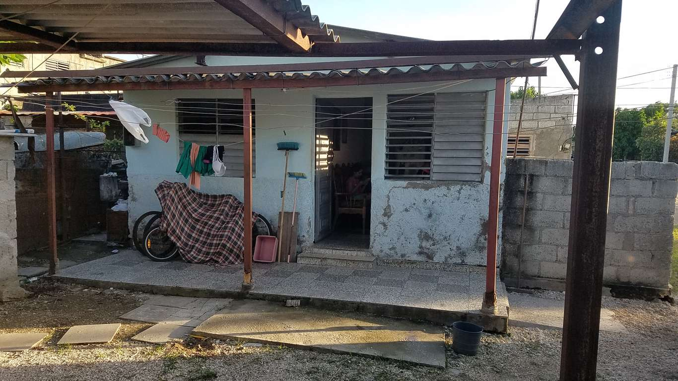 HEC872: Casa de 2 cuartos y 1 baño por $ 8.000 en Cienfuegos, Cienfuegos