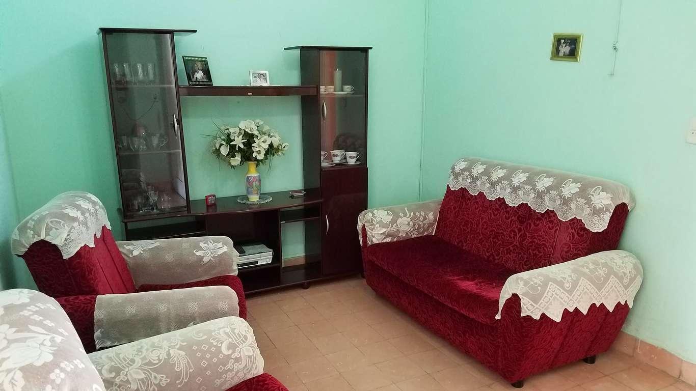 Casa en venta en Cienfuegos con  2 cuartos y 1 baño por $ 55.000