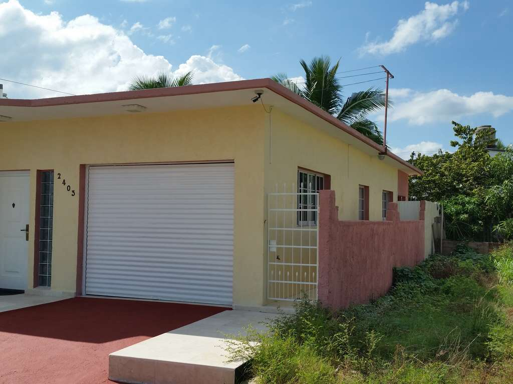 HEC947: Casa de 3 cuartos, 3 baños y 1 garaje por $ Ajustable en Cienfuegos, Cienfuegos