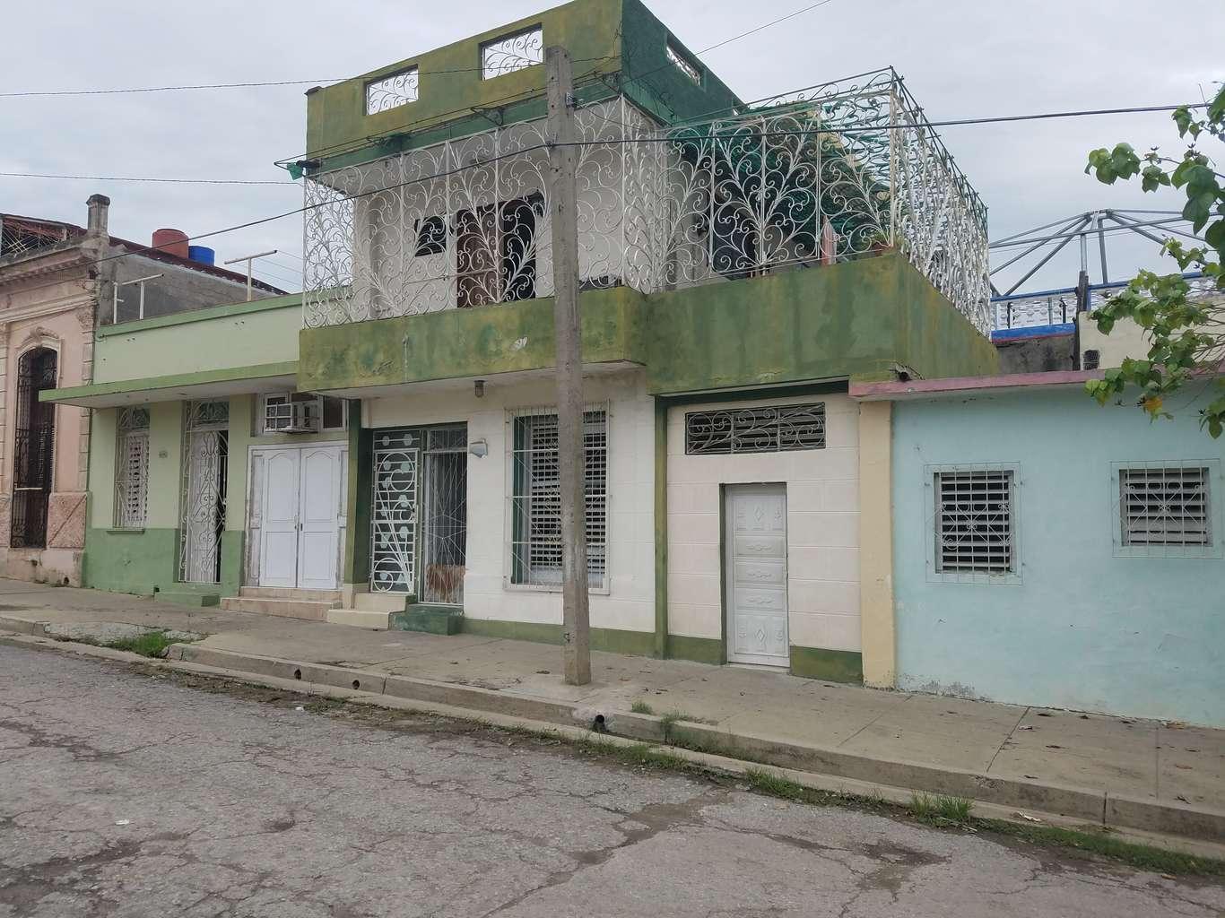 HEC953: Casa de 2 cuartos, 2 baños y 1 garaje por $ 40.000 en Cienfuegos, Cienfuegos