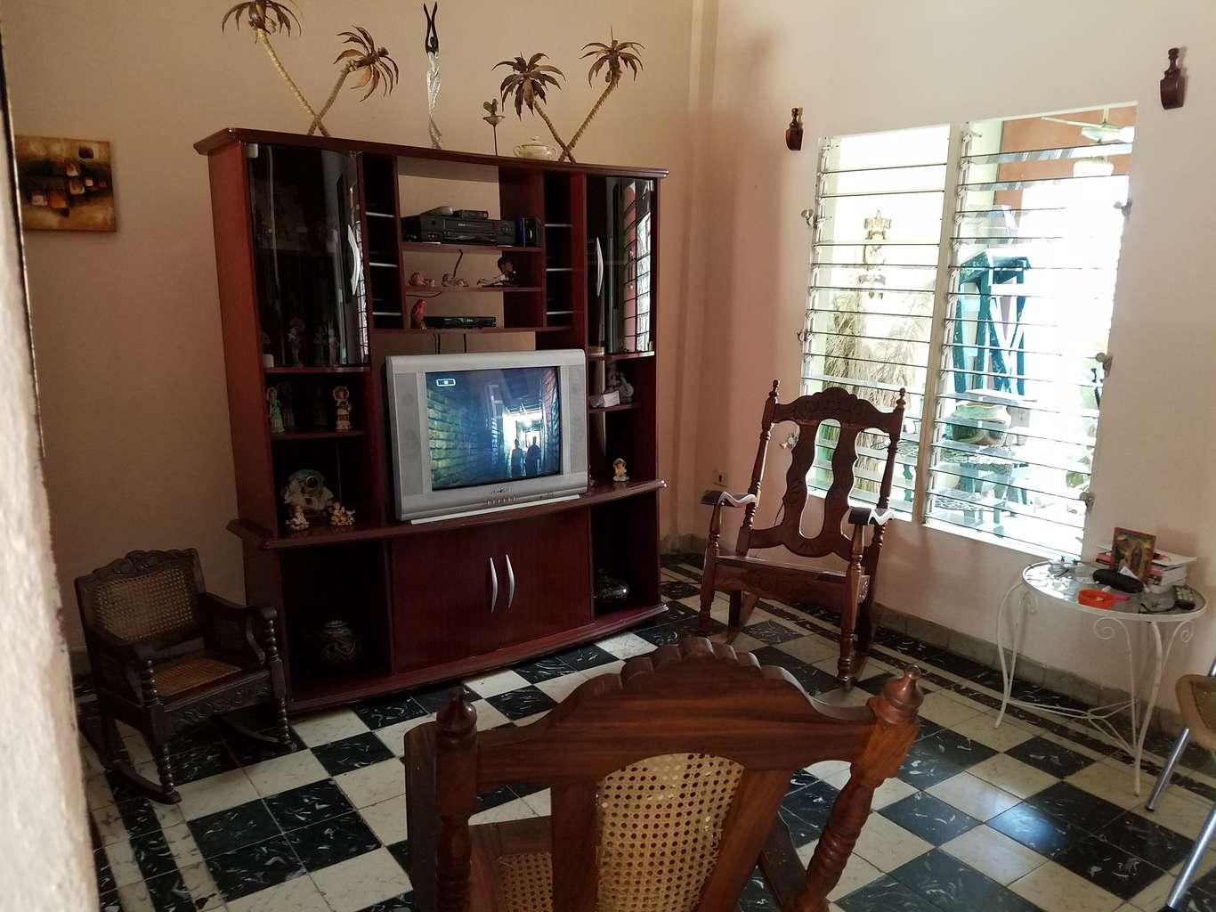 HEC985: Casa de 3 cuartos, 2 baños y 1 garaje por $ 75.000 en Cienfuegos, Cienfuegos