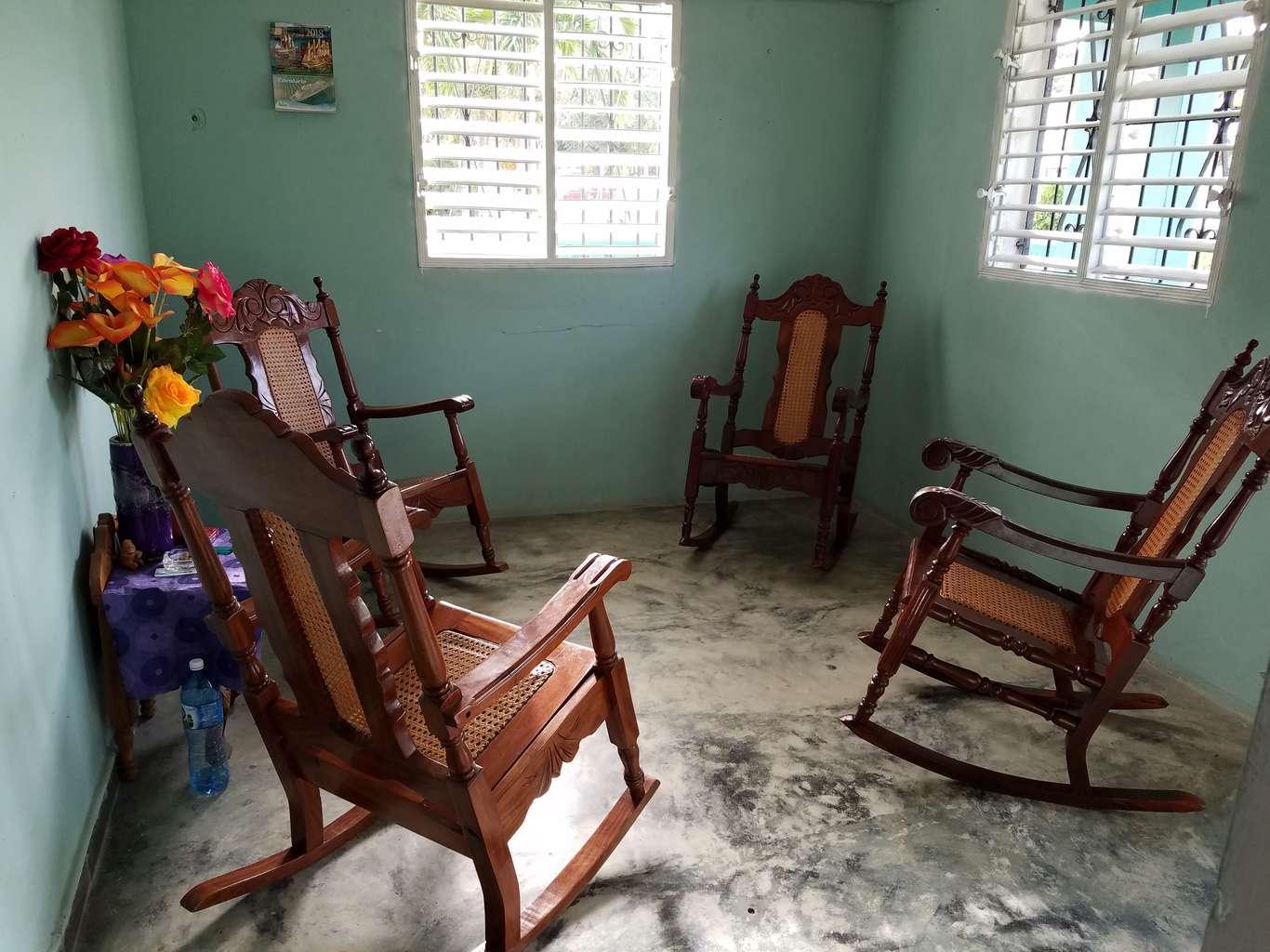 HEC992: Casa de 3 cuartos, 1 baño y 1 garaje por $ 25.000 en Cienfuegos, Cienfuegos